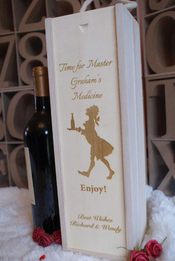 Engraved wooden wine box rugby personalised garden for Wooden wine box garden